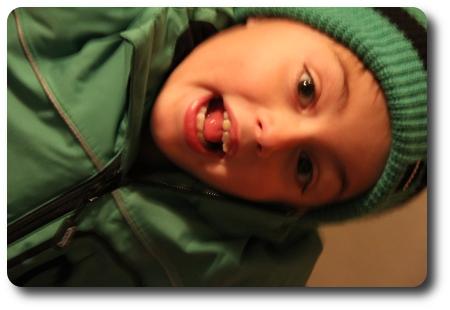Kameratest porträtt i dåligt ljus