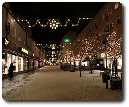 Nu tändas åter juleljusen i vår lilla stad.