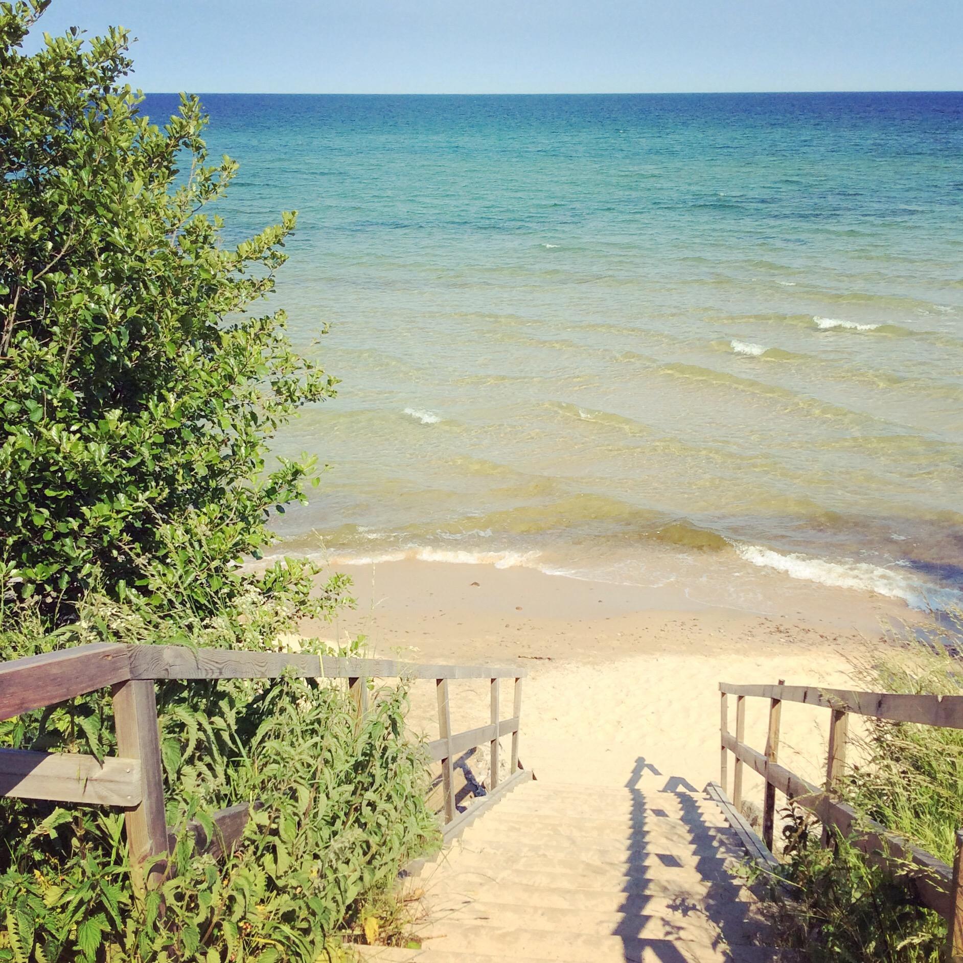 trappan till sandstranden vid Knäbäckshusen - Sveriges vackraste strand
