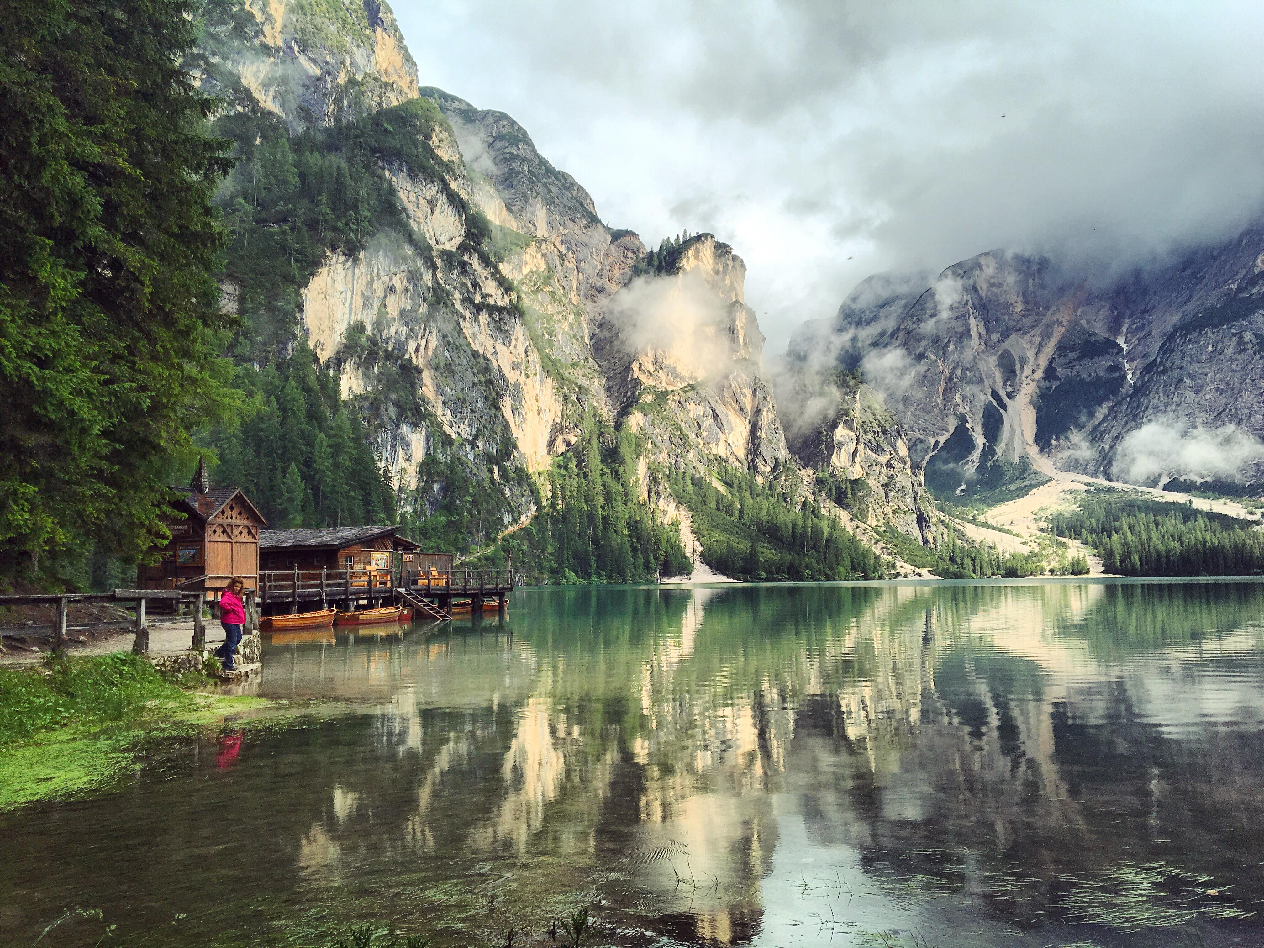Vandra Vid Vackra Sjon Lago Di Braies Pragser Wildsee I