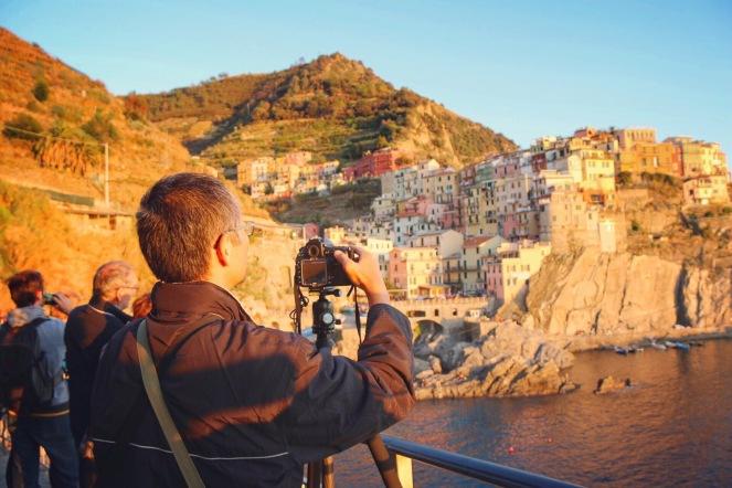 fotograferar på resa